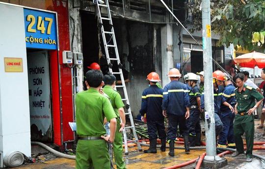 Sập căn nhà cháy, 1 người chết, 2 người bị thương - Ảnh 2.