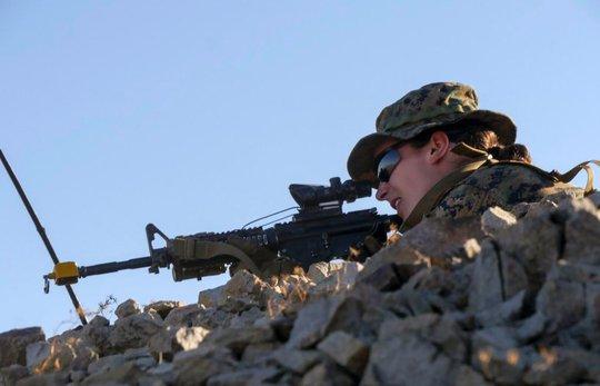 """""""Bóng hồng"""" đi vào lịch sử Thủy quân lục chiến Mỹ - Ảnh 1."""