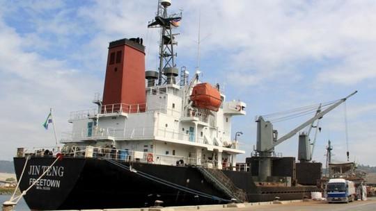 Kho vũ khí và giao dịch ngầm trên con tàu Triều Tiên - Ảnh 1.