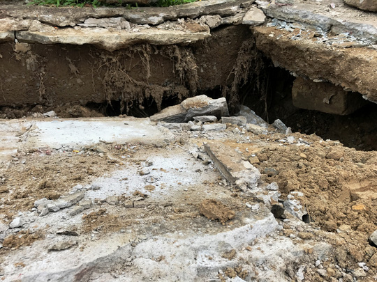 Lại sụp lún nghiêm trọng ven kênh Nhiêu Lộc - Ảnh 3.