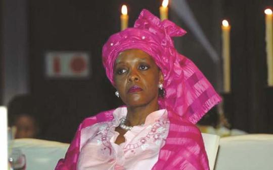 Chi 1,35 triệu USD, đệ nhất phu nhân Zimbabwe nhận nhẫn... 30.000 USD - Ảnh 1.