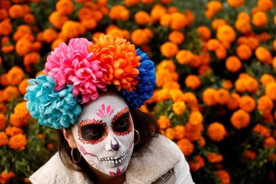 """Kinh dị """"bộ xương"""" diễu hành trong lễ hội người chết ở Mexico - Ảnh 1."""