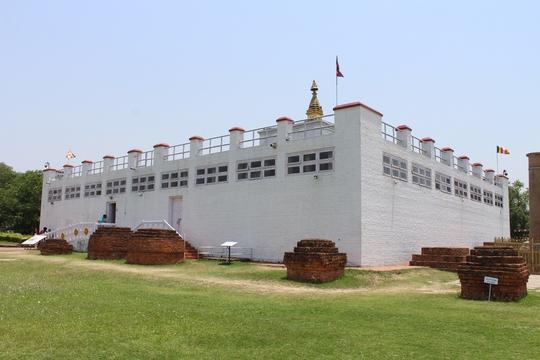 Đi chân đất ở Lumbini - Ảnh 1.
