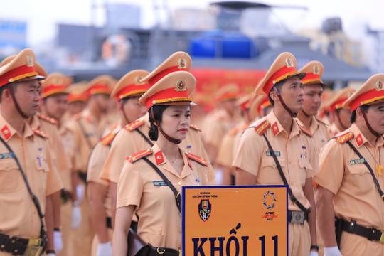 Mãn nhãn trước những bóng hồng bảo vệ an ninh APEC - Ảnh 1.