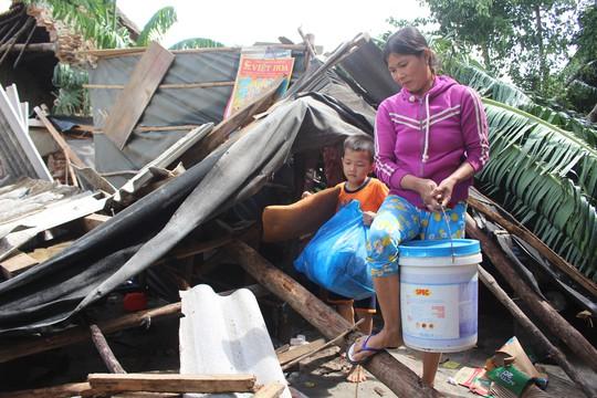 Doanh nghiệp vùng bão hỗ trợ dựng lại nhà sập do bão cho dân - Ảnh 3.