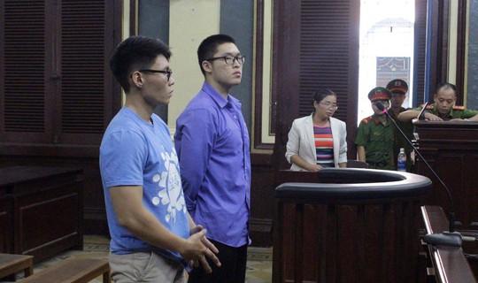 Thanh niên Trung Quốc tấn công cảnh sát ở quận 1 - Ảnh 1.