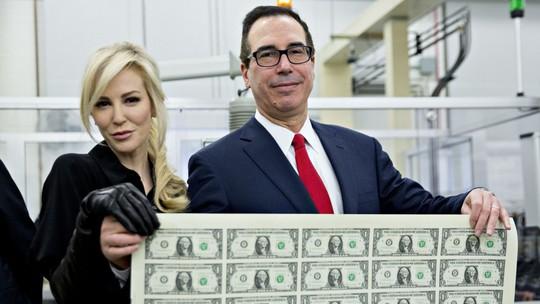 Ảnh của vợ chồng Bộ trưởng Tài chính Mỹ gây bão mạng - Ảnh 1.