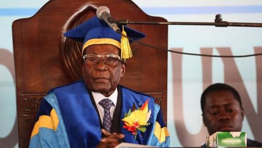 Vì sao quân đội Zimbabwe để Tổng thống Mugabe xuất hiện? - Ảnh 1.