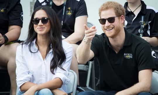 Hoàng tử Harry của Anh đã bị trói - Ảnh 1.