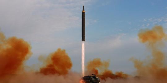 Triều Tiên thử tên lửa bay cao nhất từ trước đến nay - Ảnh 1.
