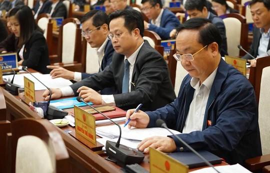 Hà Nội quyết tăng phí vỉa hè, lòng đường tới 300% - Ảnh 1.