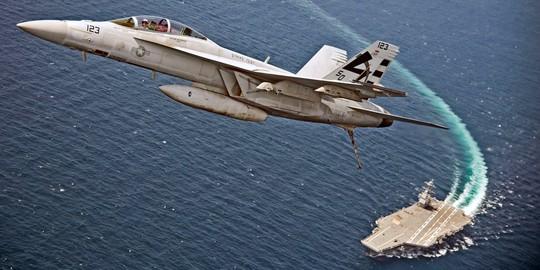 Những hình ảnh ấn tượng của hải quân Mỹ năm 2017 - Ảnh 1.