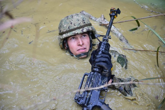 Những hình ảnh ấn tượng của hải quân Mỹ năm 2017 - Ảnh 4.
