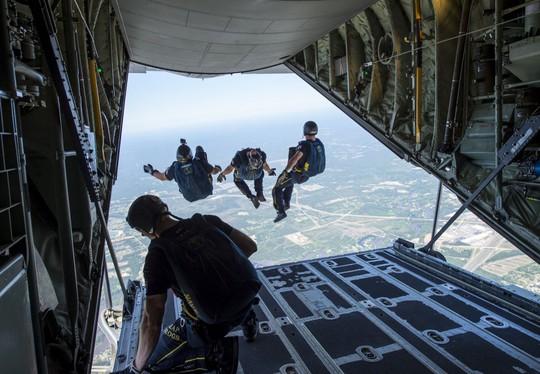 Những hình ảnh ấn tượng của hải quân Mỹ năm 2017 - Ảnh 8.