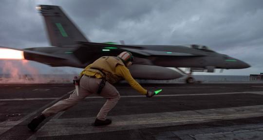 Những hình ảnh ấn tượng của hải quân Mỹ năm 2017 - Ảnh 22.