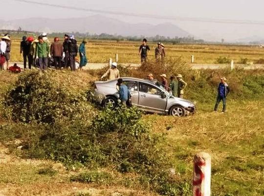 Xe tải tông nát xe 4 chỗ, 2 người thương vong - Ảnh 1.