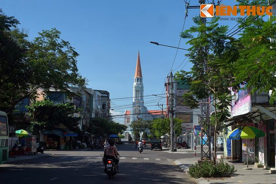Khám phá nhà thờ Nhọn nổi tiếng ở Quy Nhơn - Ảnh 1.