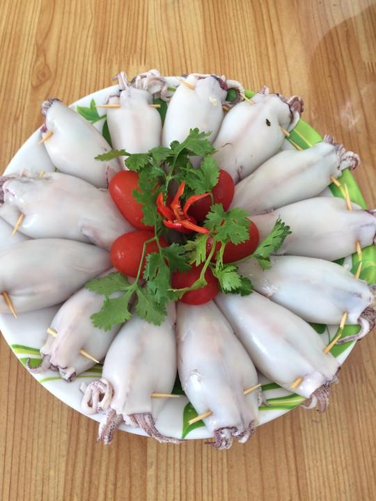 Mực dồn thịt xào thập cẩm bao hao cơm - Ảnh 1.
