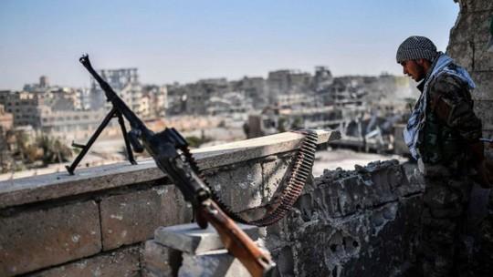 Tàn quân IS trốn về lãnh thổ chính phủ Syria kiểm soát - Ảnh 1.