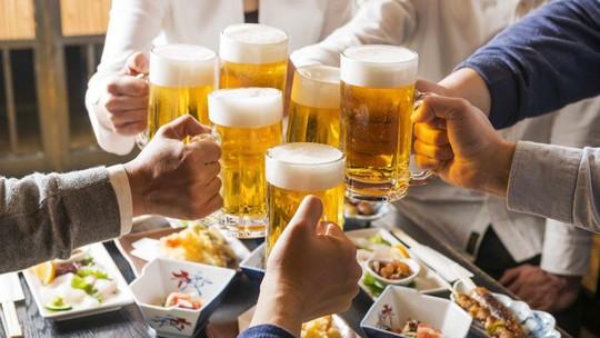 Vì sao miền Nam uống bia gấp đôi miền Bắc, gấp 10 lần miền Trung? - Ảnh 1.