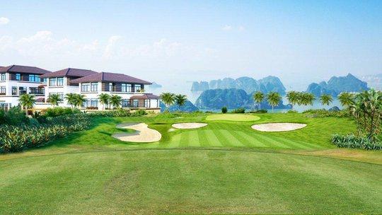 Một góc biệt thự sân golf FLC Hạ Long với tầm nhìn hướng vịnh