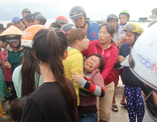 Người chết do bão ở Khánh Hòa tăng lên không ngừng - Ảnh 1.