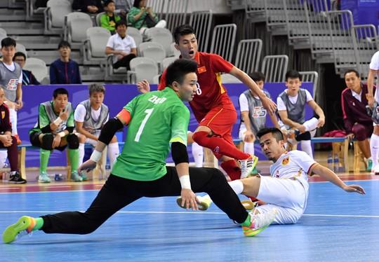 Clip: Rượt đuổi tỉ số, futsal Việt Nam ngược dòng hạ Trung Quốc - Ảnh 2.