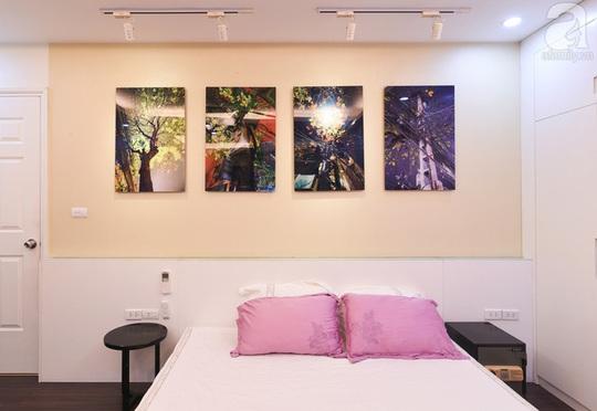 Một bộ tranh rất Hà Nội trong phòng ngủ của vợ chồng chị Lê.