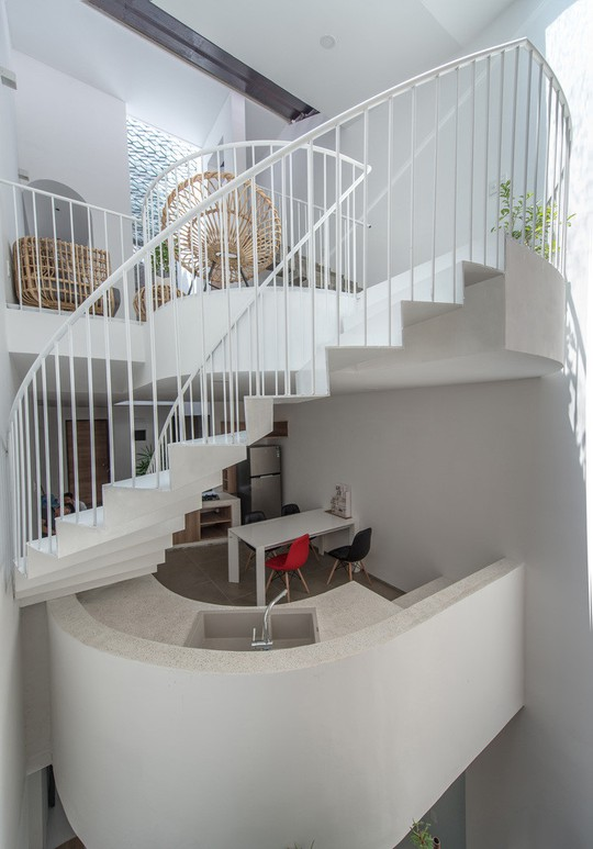Căn nhà ống cải tạo với sân nằm trong nhà ở Sài Gòn - Ảnh 10.
