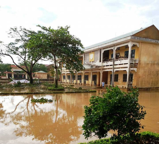 Cận cảnh trường học tan hoang, nhà cửa đổ nát sau bão - Ảnh 11.