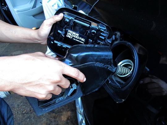 Lo xăng dầu dỏm lọt lưới kiểm tra - Ảnh 1.
