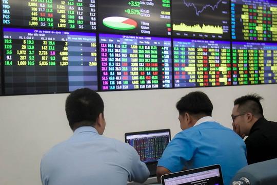 VN-Index vượt mốc 900 điểm - Ảnh 1.