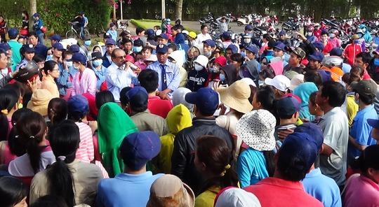 Gần 700 công nhân ngưng việc đòi đối thoại với lãnh đạo Công ty Mei Sheng Textiles Việt Nam ngày 3-4.