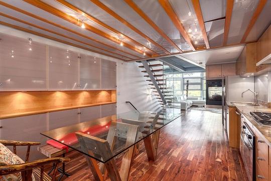 Sàn kính mờ mang nét đẹp nghệ thuật đến cho ngôi nhà.
