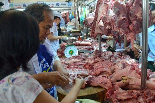 Đề án truy xuất nguồn gốc thịt heo của TP HCM sau 3 tháng triển khai đã nảy sinh nhiều vướng mắc, nhất là tại các kênh phân phối truyền thống Ảnh: TẤN THẠNH