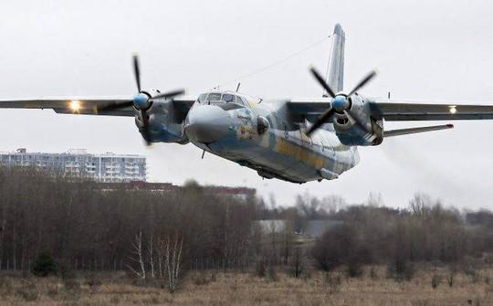 Chiếc Antonov AN-26 được sản xuất ở Kiev. Ảnh: EPA