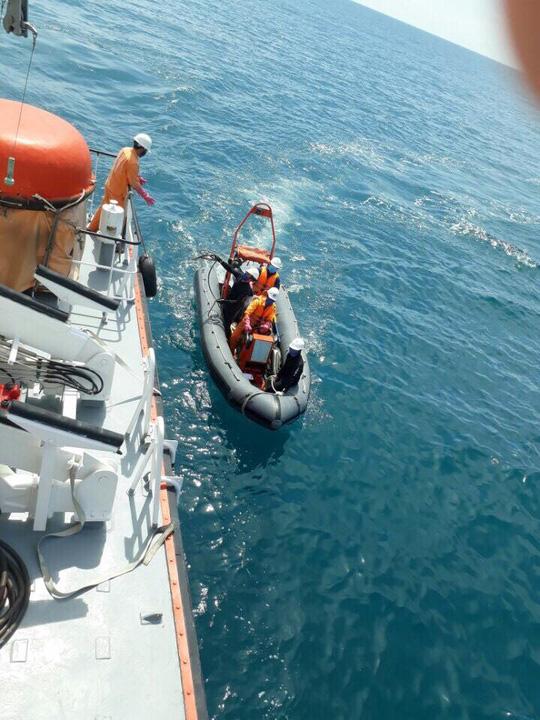 Lực lượng cứu nạn đang tiếp tục quay lại trong tàu để tìm người