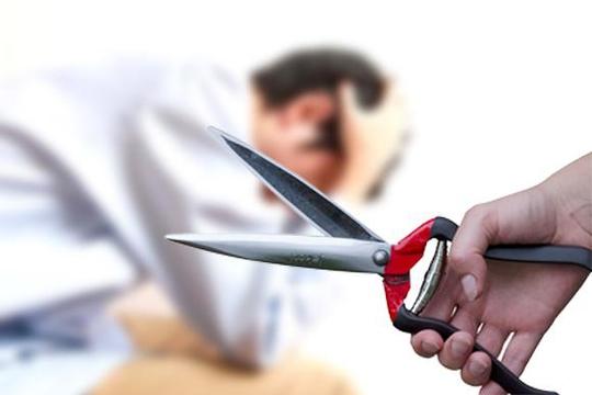 Ghen tuông, vợ dùng dao cắt của quý của chồng trong đêm - Ảnh 1.