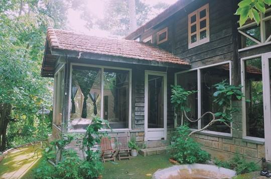 Những ngôi nhà đẹp như cổ tích giữa sương mù Đà Lạt - Ảnh 12.
