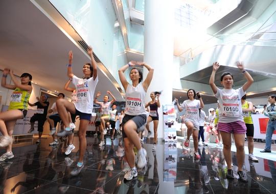 Cuộc thi chạy thang bộ chinh phục đỉnh cao tại tòa nhà cao nhất TP HCM - Ảnh 2.
