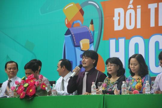 Ban Giám hiệu Trường THPT Nguyễn Du (quận 10, TP HCM) đối thoại với học sinh Ảnh: ĐẶNG TRINH