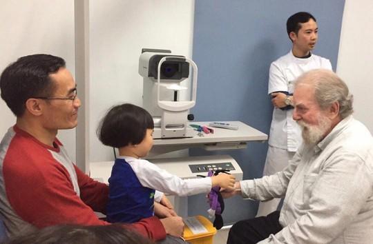 Ngày càng nhiều trẻ em mắc bệnh về mắt - Ảnh 1.