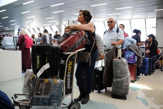 Trốn bão Irma, máy bay gấp rút rời Florida - Ảnh 2.