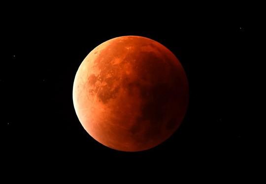 Siêu trăng, trăng máu, trăng xanh hội tụ 1 ngày - Ảnh 1.