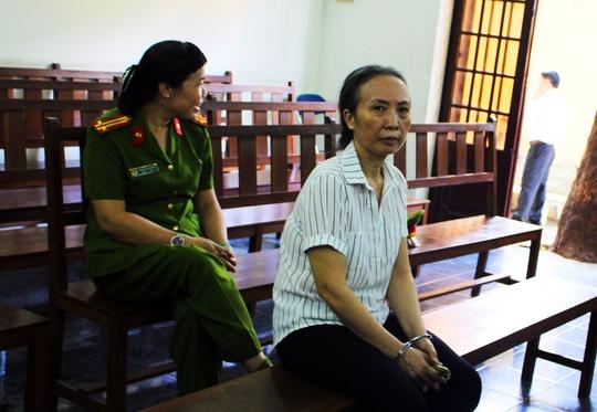 Bị cáo Trần Thị Quỳnh Hoa tại phiên tòa.