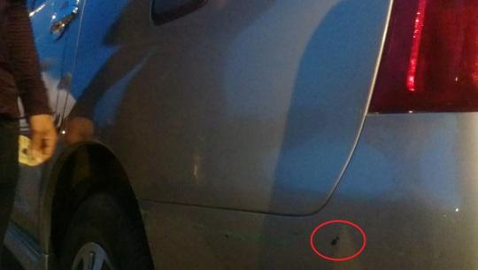 Vết trầy, móp nhẹ mà người đi ô tô đòi tài xế taxi bồi thường 1,5 triệu.