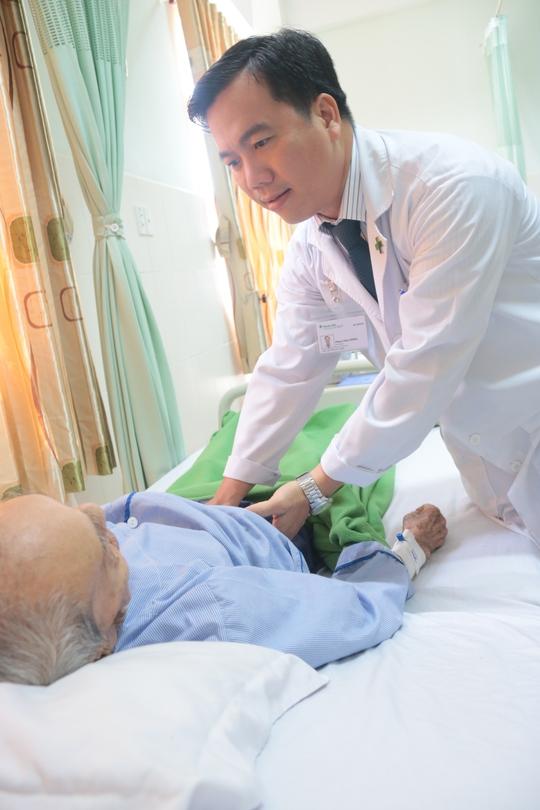 Cụ ông 102 tuổi nôn ói suốt tháng đã khỏi nhờ đặt stent môn vị - Ảnh 1.