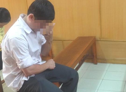 """Đào Văn Bình (32 tuổi, quê Đồng Nai) bị xử phạt 3 năm tù về tội """"Dâm ô đối với trẻ em"""" Ảnh: Phạm Dũng"""