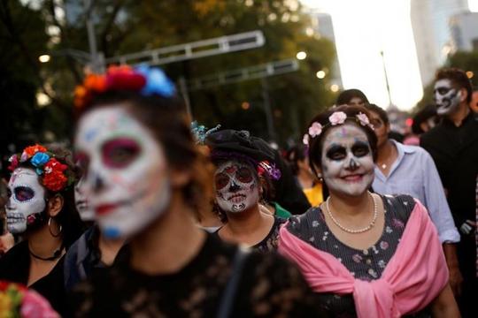 """Kinh dị """"bộ xương"""" diễu hành trong lễ hội người chết ở Mexico - Ảnh 13."""