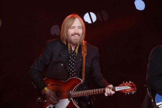 Thế giới vĩnh biệt ngôi sao nhạc rock Tom Petty - Ảnh 1.